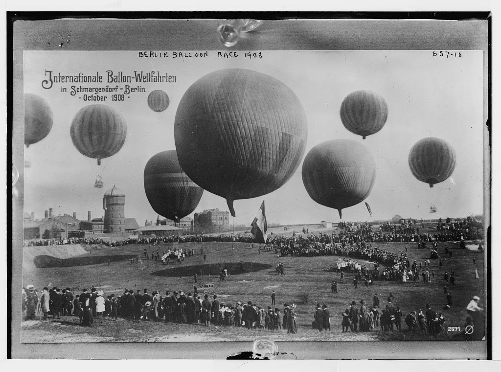 Field and balloons in Berlin Balloon Race