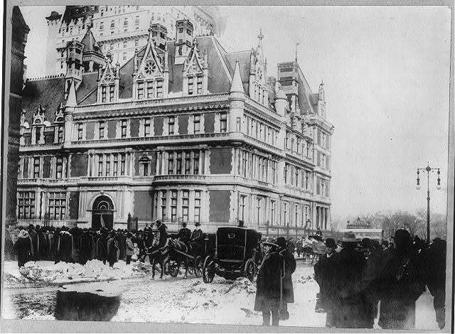 Houses and mansions - Vanderbilt Mansion. Wedding day of Gladys Vanderbilt and Count Laszlo Szechenyi, Jan. 28, 1908