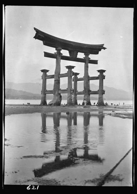 [Itsukushima Shinto Shrine, Japan]