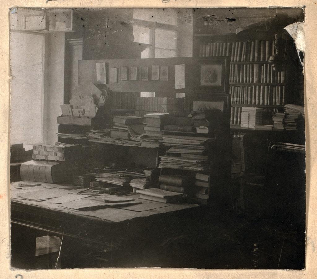 Kabinet L.N. Tolstogo. V I︠A︡snoĭ poli︠a︡ni︠e︡