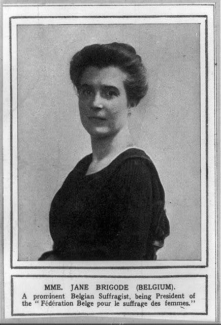 [Mme. Jane Brigode, Belgian suffragist, half-length portrait, facing left]