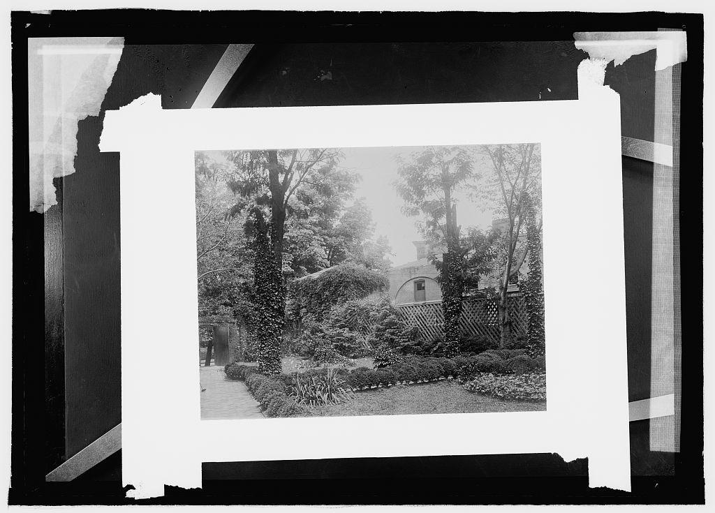Octagon House garden