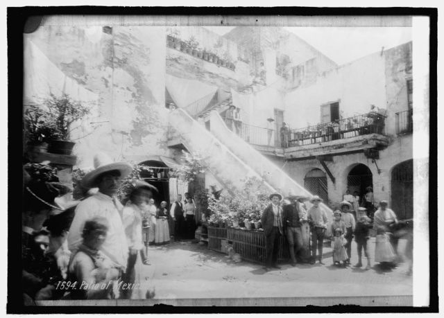 Patio of a tenement, Mexico