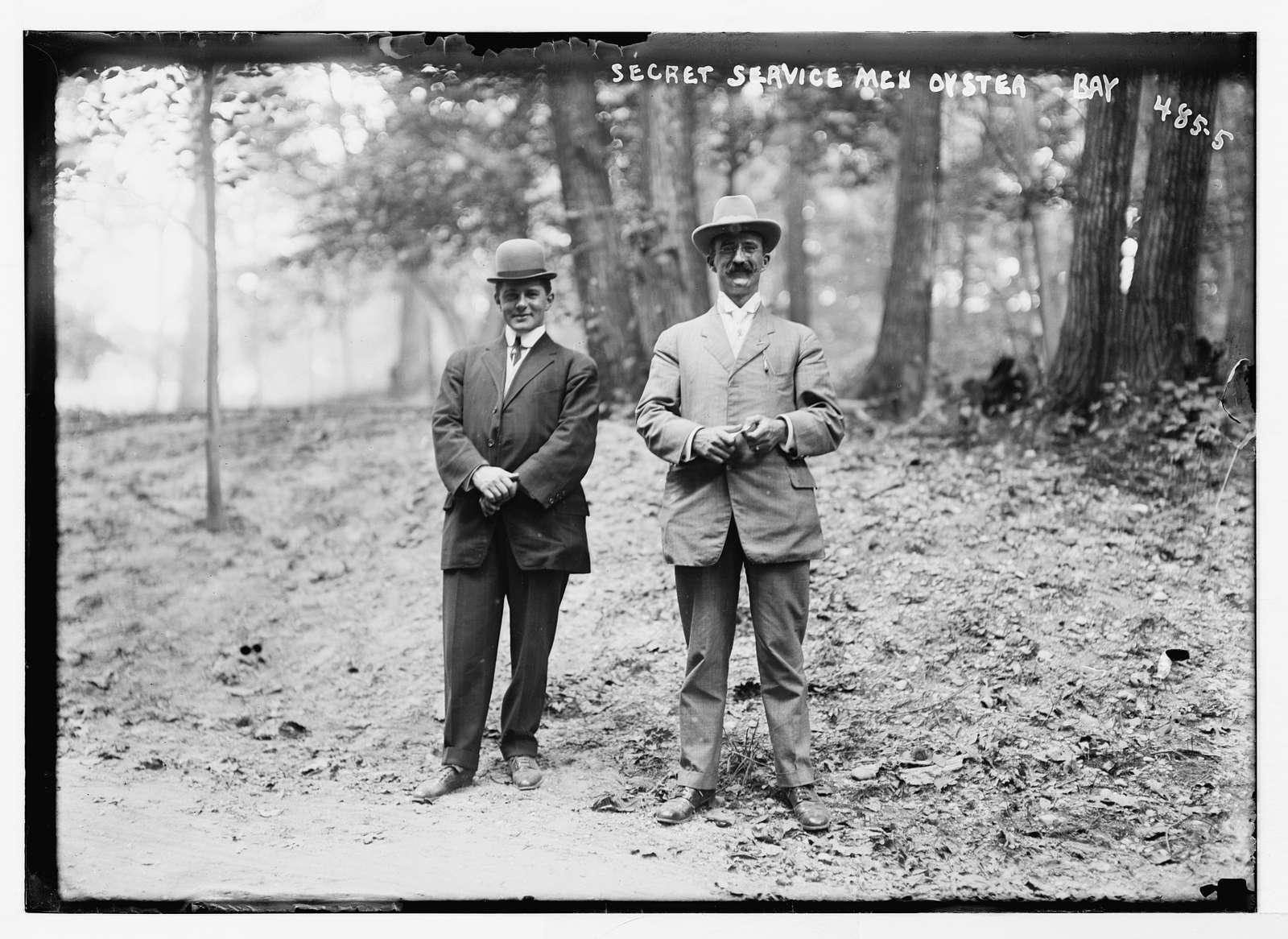 Secret Service men at Roosevelt Home, Oyster Bay