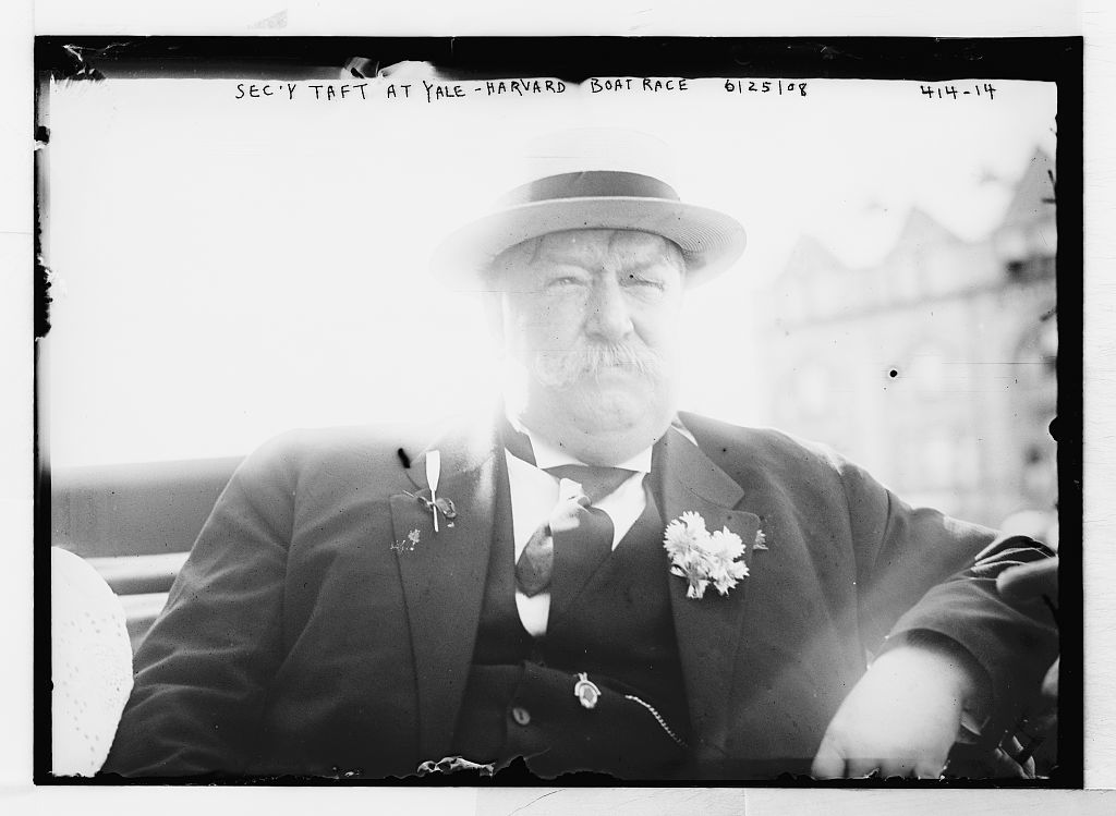 Sec'y Taft at Yale-Harvard boat race