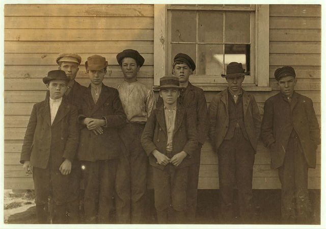 Some adolescents working in Maple Cotton Mill, Dillon, S.C.  Location: Dillon, South Carolina.