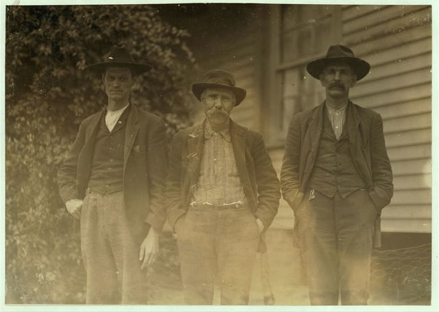 Some of the operatives, Dickson Mills, Laurinburg, N.C. Dec. 6, 1908. Witness, Sara R. Hine.  Location: Laurinburg, North Carolina / Photo by Lewis W. Hine.