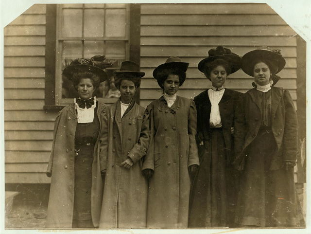 Some of the young women in Dickson Mill, Laurinburg, N.C.  Location: Laurinburg, North Carolina.