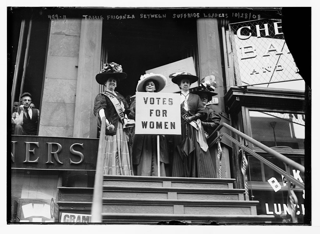Trixie Friganza between other suffragettes on top of steps, New York -  PICRYL Public Domain Image