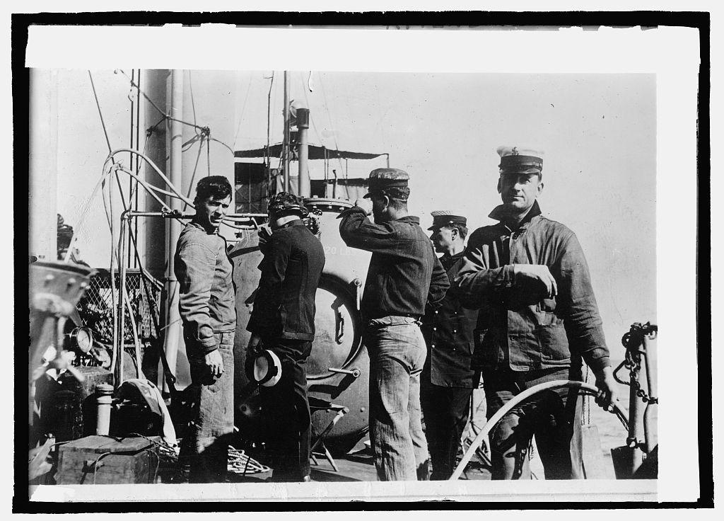 U.S.S. Walke, diver Stillson, P.A. [...] & G.R.W. Much talking to diver on phone