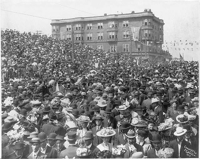 [Wash. - Seattle - large crowd on 2nd Ave. and Virginia St., U.S. Atlantic Fleet Day. May 26, 1908]