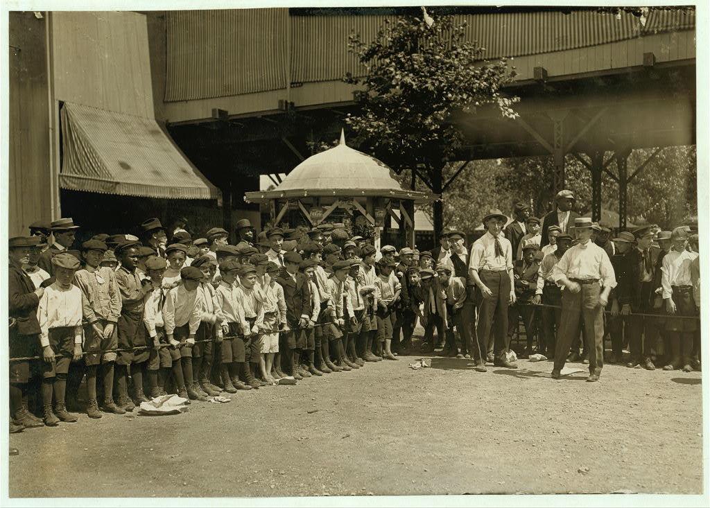 Watching the Finish, Newsboys' Picnic, Cincinnati. Aug., 1908.  Location: Cincinnati, Ohio.