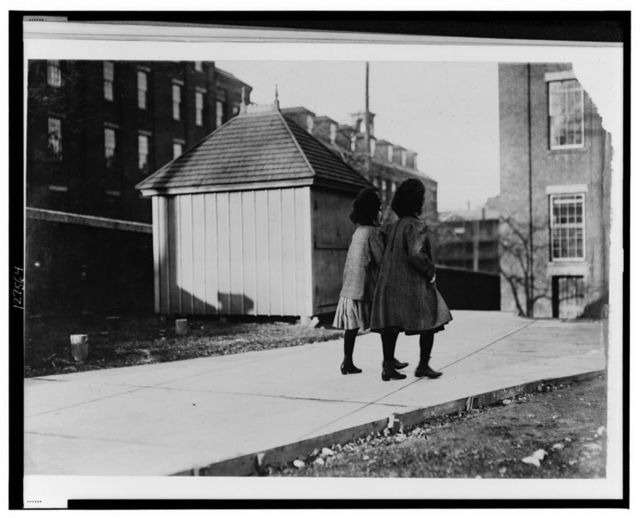 6 A.M. April 24, 1909. Girls going to work in Bates Mfg. Co. Lewiston, Me.  Location: Lewiston, Maine.