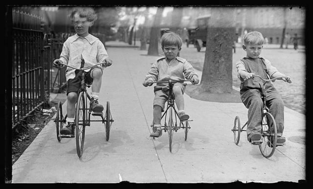 Allen children on tricycles, Wash., D.C.