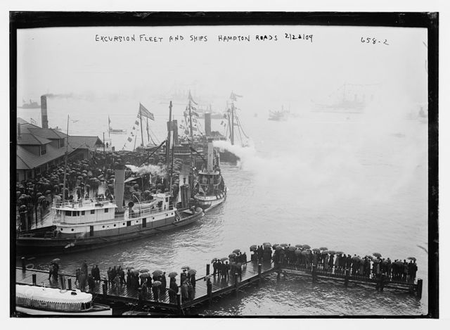 Crowd waiting to board excursion fleet and other ships, Hampton Roads