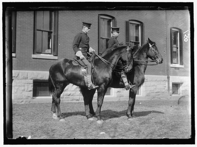 FORT MYER. UNIDENTIFIED GROUP OF OFFICERS ON HORSEBACK