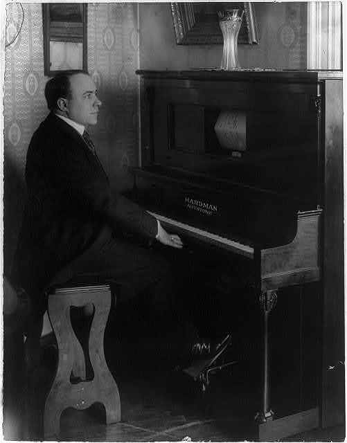 Giovanni Zenatello [seated at a Hardman Autotone player piano]