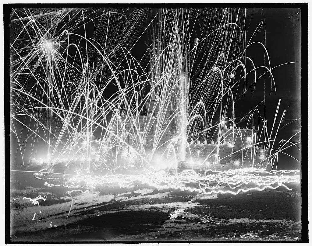 [Midwinter carnival, storming the fortress, Upper Saranac Lake, N.Y.]