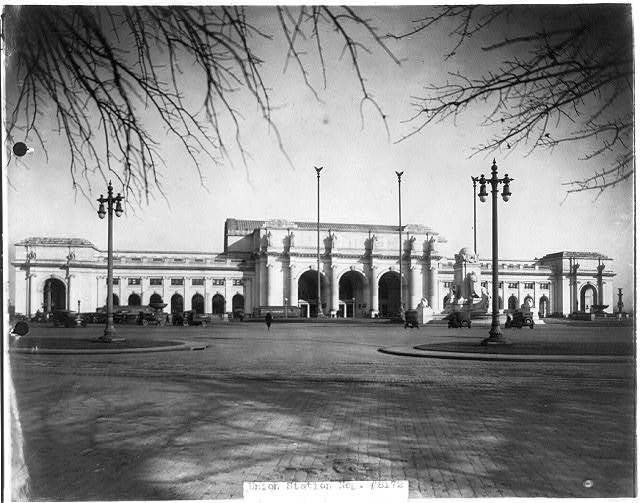 [Union Station, Wash., D.C., ca. 192-. Full view from southeast]
