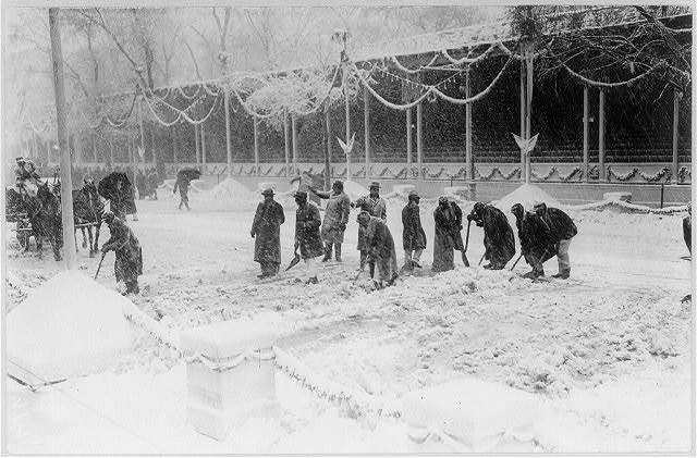 [William Howard Taft, 1857-1930; workmen clearing snow in front of reviewing stand at White House on Inauguration Day, March 4, 1909]