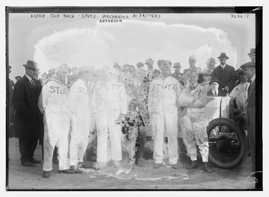 Astor Cup Race -- Stutz mechanics & drivers (Anderson)