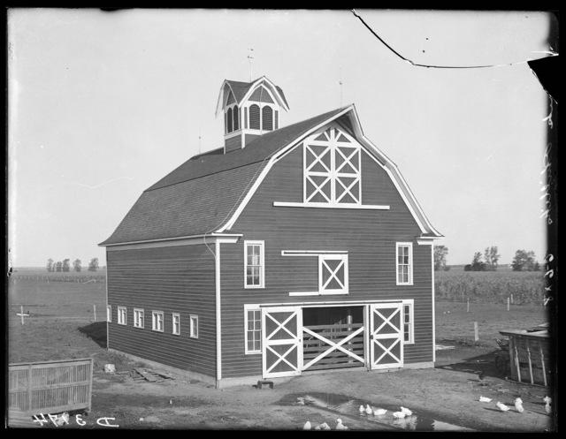 Barn northeast of Shelton, Nebraska.