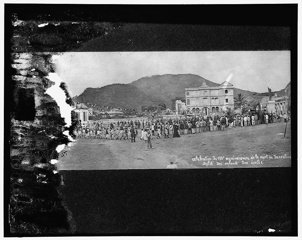 Celebration du 103e anniversaire de la mort de Dèssaline. Defilé des enfants des écoles