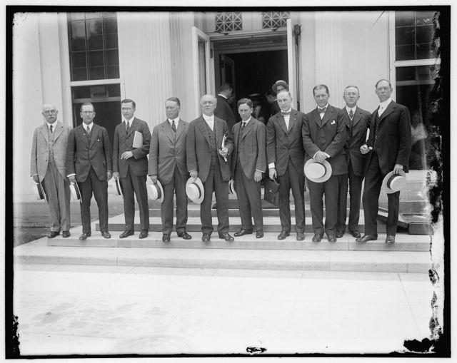 "Chicago businessmen left to right: A.W. Shaw, pub. System Mag; Cornelius Lynde, lawyer; J.T. Pieri e, Thomas Creigh Cudahy Packing Co.; W.I. Clow, hardware merchant; Ezra Warner, wholesale grocer; John B. Farwell, dry goods merchant"" written on envelope;"