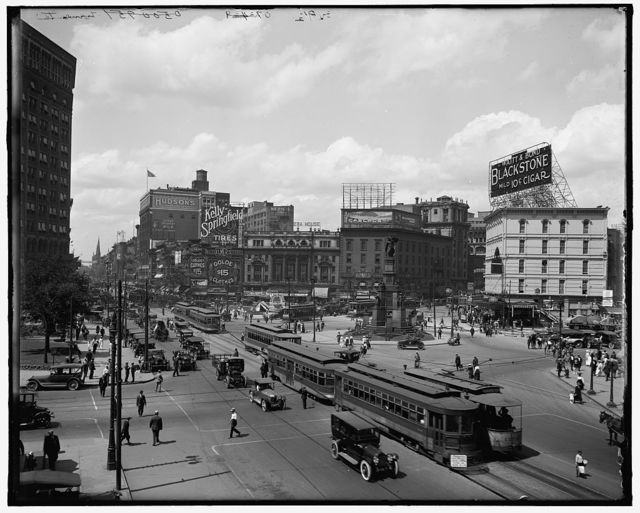 [Detroit, Mich., looking up Woodward Ave.]