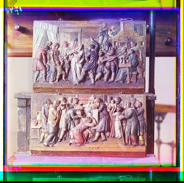 Dvi︠e︡ ri︠e︡znyi︠a︡ iz dereva kartiny Korchevskago ui︠e︡zda. V Tverskom muzei︠e︡