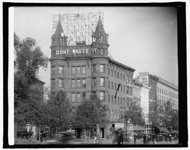 """[Elec. sign """"Food Will Win the War, Don't Waste It,"""" 7th & Pennsylvania Ave., N.W., Washington, D.C.]"""