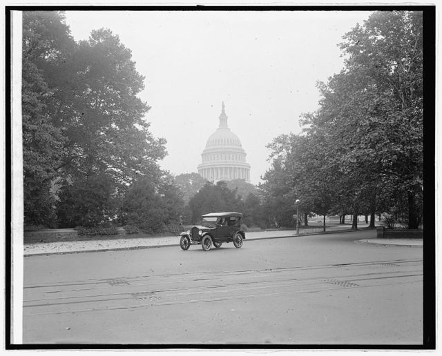 Ford Motor Co., Ford touring car at Capitol, [Washington, D.C.]