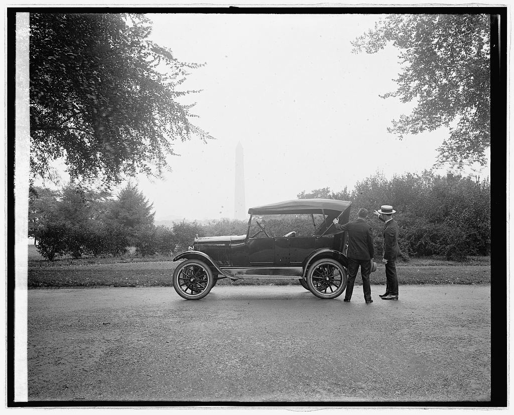 Ford Motor Co., Ford touring car at Monument, [Washington, D.C.]