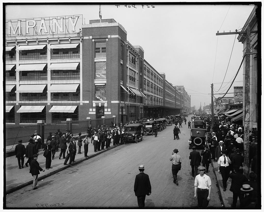 [Four o'clock shift, Ford Motor Company, Detroit, Mich.]