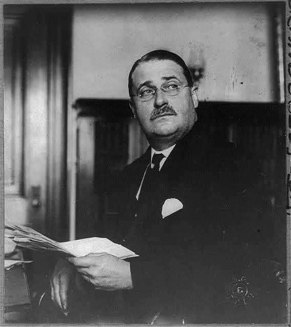 [Frank Bosworth Brandegee, 1864-1924, half-length, seated, facing slightly left]