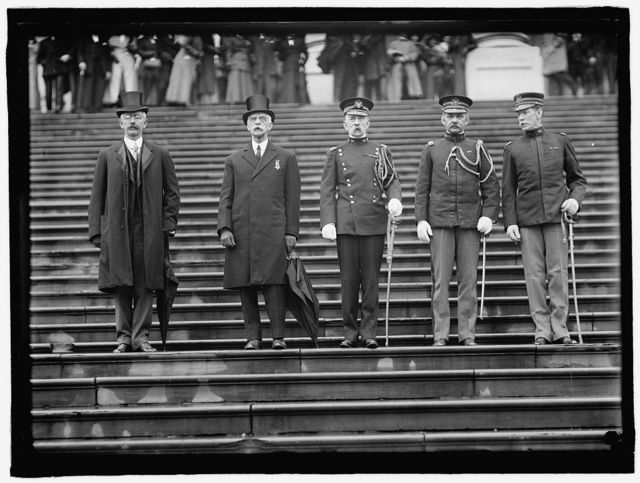 GRAND ARMY OF THE REPUBLIC. UNIDENTIFIED; ACTING SECRETARY OF WAR OLIVER; ACTING CHIEF OF STAFF MATHERSPOON; COL. EDWIN ST. JOHN GREBLE; COL. HENRY T. ALLEN REVIEWING G.A.R. GROUP