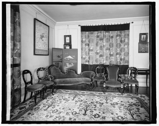 [Home interior, living room furniture]