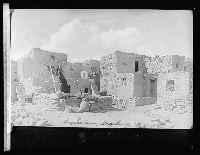 Hopi (Moquin?) Indians, Snake Kiva, Oraibi pueblo, [Arizona]