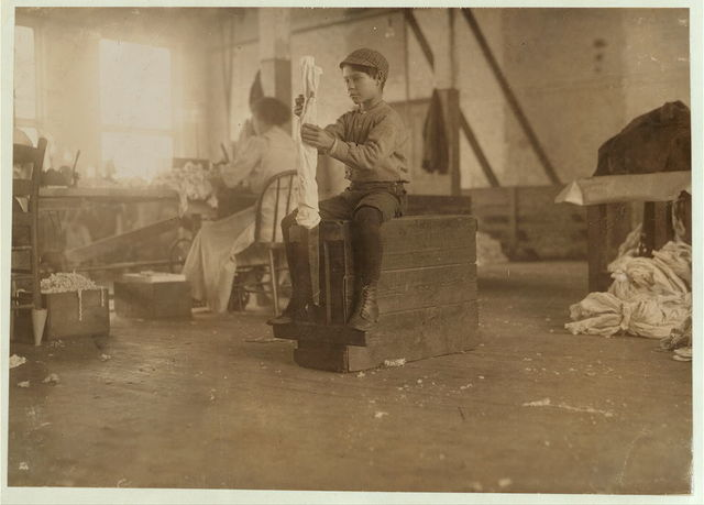 John Bryan, a young turner in London [i.e., Loudon?] Hosiery Mills.  Location: Loudon, Tennessee.