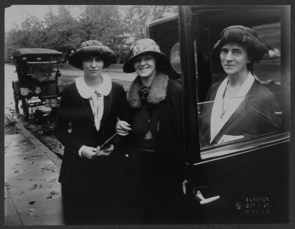 Miss Sybil Jane Moore in auto, Calif.