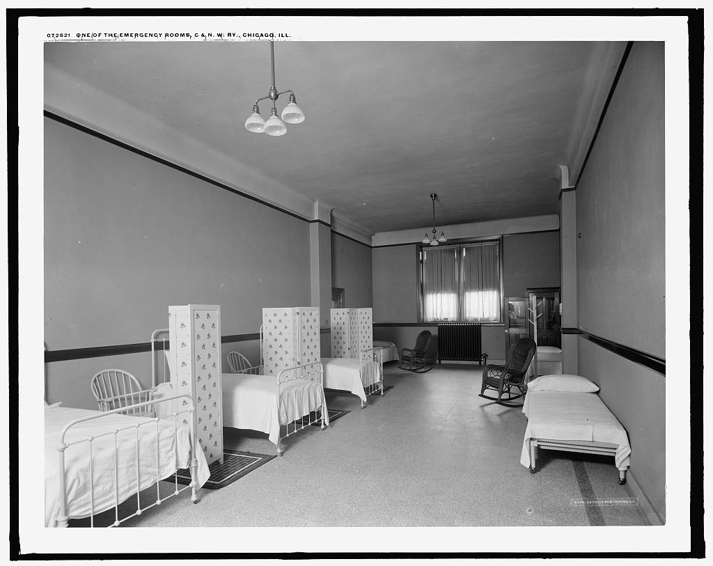 One of the emergency rooms, C. & N.W. Ry. [Chicago and North Western Railway station], Chicago, Ill.