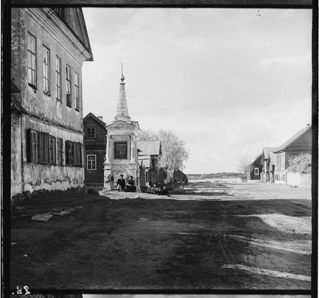 Ostashkov, ugol ul. Orlovskogo i pereulka Liuby Bogomolovoi (ranee Teatral'naia ulitsa i 14-i pereulok