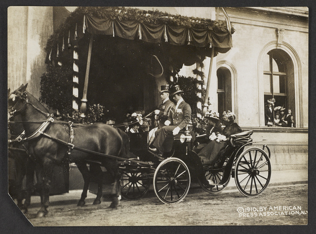 Queen Maud and Mrs. Roosevelt leaving the station for palace after arrival at Christianna