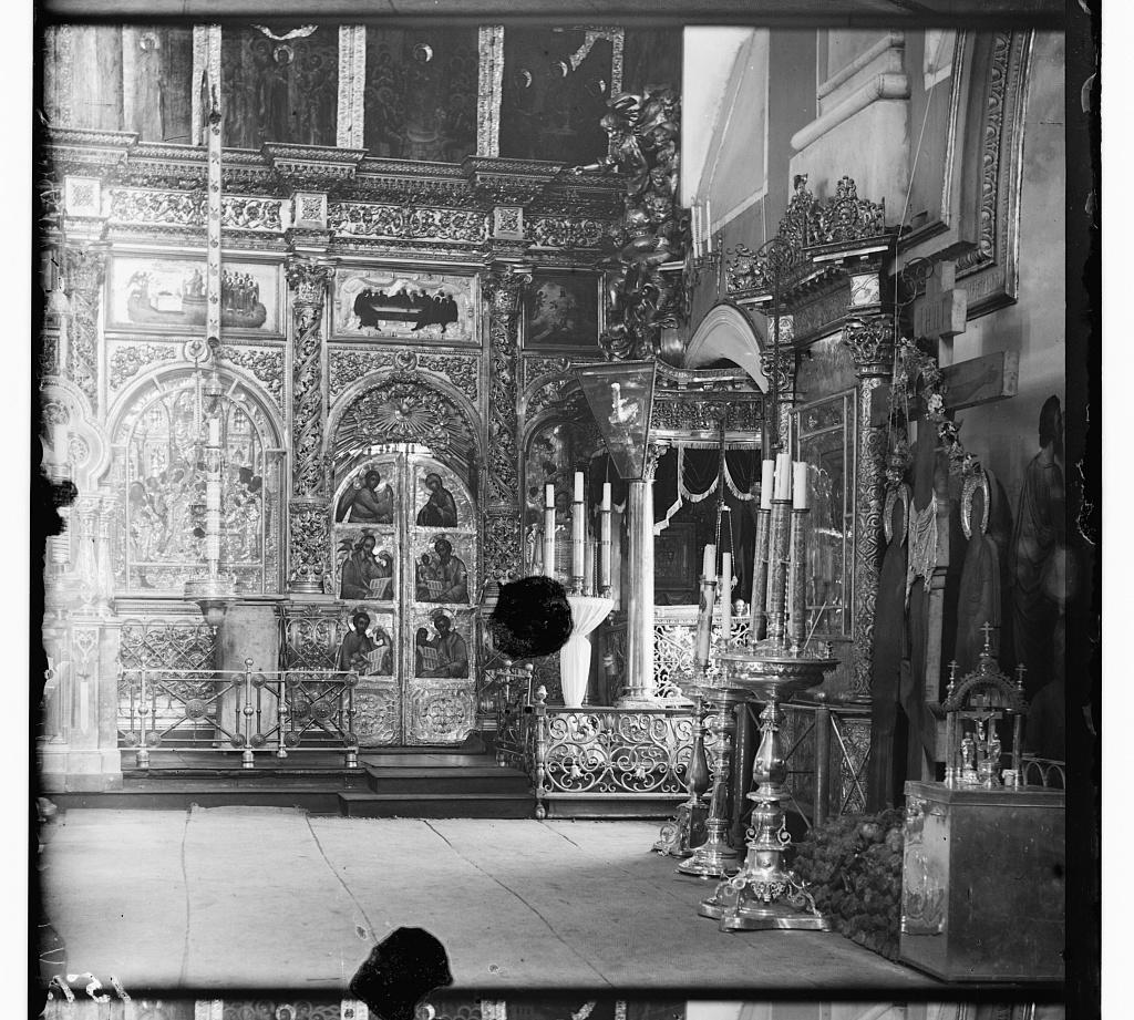 Raka s moshchami Sv. Kni︠a︡zi︠a︡ Mikhaila Tverskogo (novai︠a︡). V Preobrazhenskom sobori︠e︡ v g. Tveri