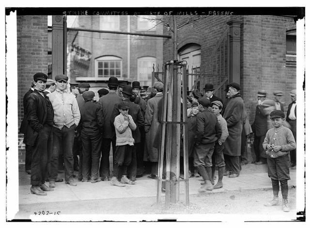 Strike committee at Gate of Mills - Passaic