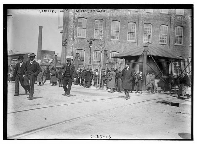 Strikers leave mills, Passaic
