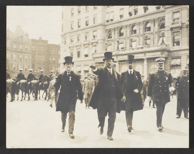 [Theodore Roosevelt walking in a homecoming parade with New York City Mayor William Gaynor and Cornelius Vanderbilt, New York City]