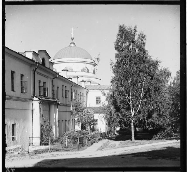 Trapeznai︠a︡ i t︠s︡erkovʹ Skorbi︠a︡shcheĭ Bozhʹeĭ Materi v monastyri︠e︡. [Tikhvinskīĭ monastyrʹ] Ekaterinburg