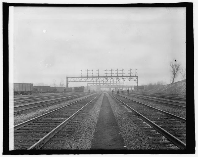 Union Station, [Washington, D.C.], tracks in rear