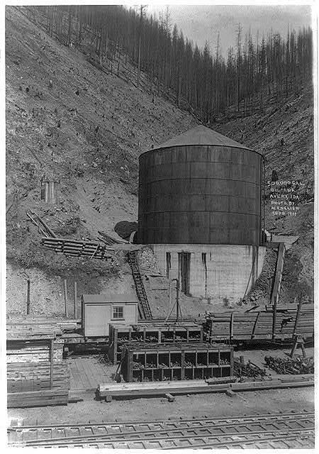 500,000 gallon oil tank, Avery, Idaho